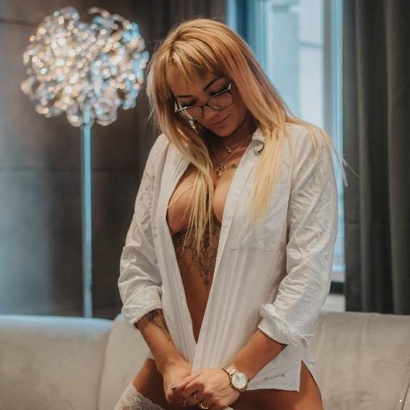 SEXY JULIA IN BASEL - PRIVAT IM WOHNUNG - TOP SERVICE